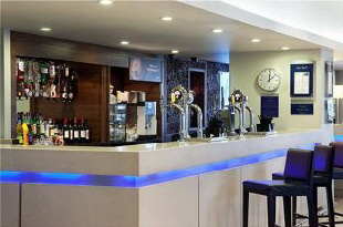 Holiday Inn Express Greenwich-lobbybar